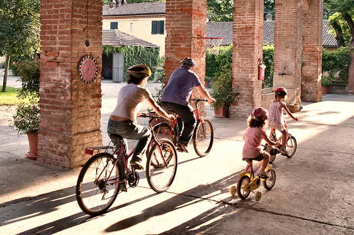 famiglie in bici nel monferrato e provincia di alessandria