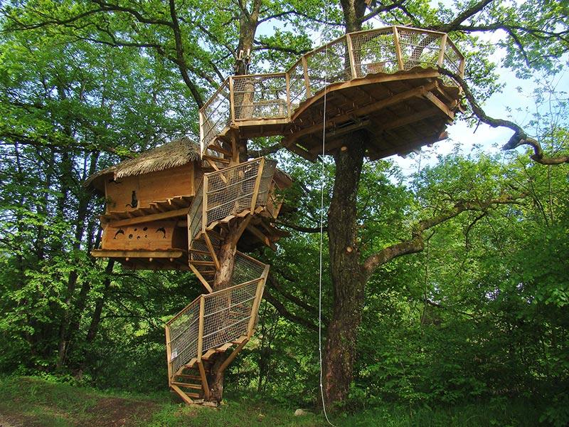 Mamma mi ci porti alloggi insoliti dove andare con i bambini for Case in legno sugli alberi