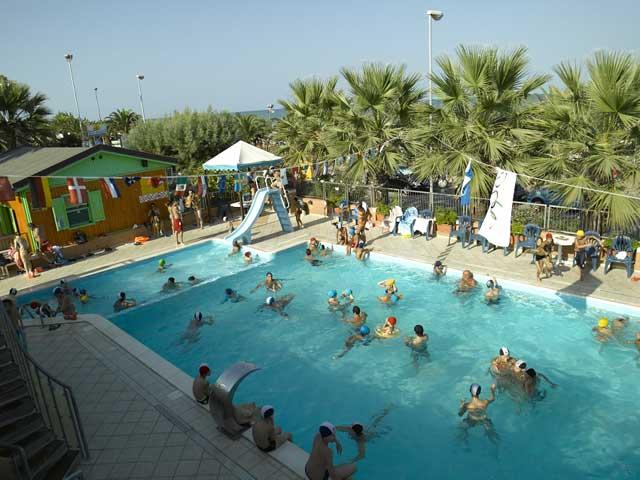 Campeggi per famiglie e villaggi per famiglie per vacanze - Villaggi con piscine e scivoli ...