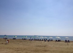 spiaggia per famiglie di larnaca