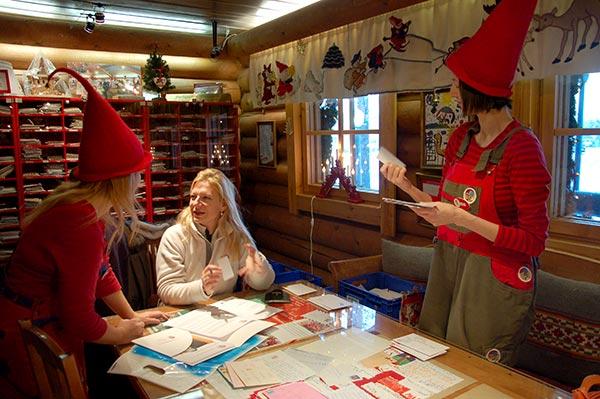 Il villaggio di babbo natale a rovaniemi lapponia finlandese for L ufficio postale di babbo natale