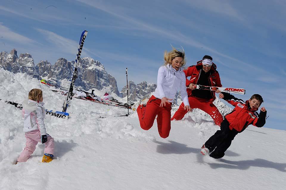 sciare con i bambini sulle dolomiti di paganella
