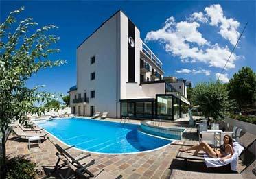 ferretti beach hotel rimini marina centro