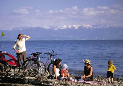 in bici con i bambini sul lago di costanza