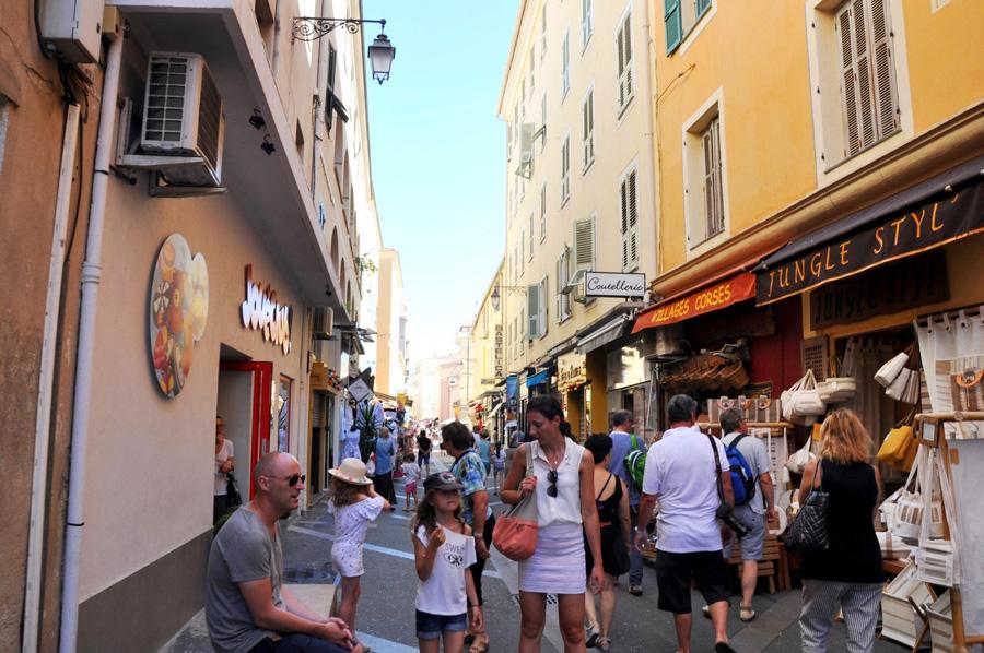 Shopping a Bastia