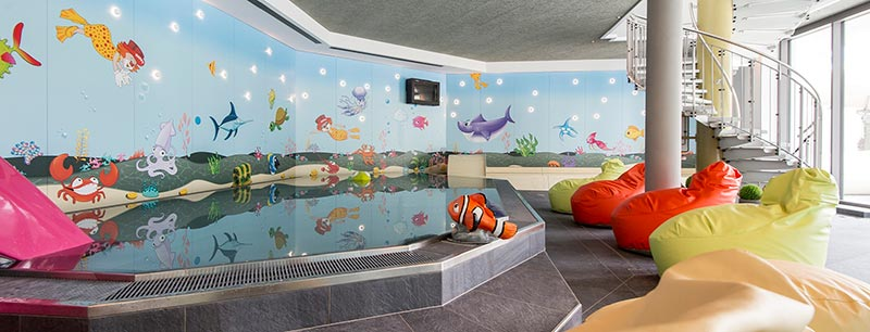 Familienhotel huber family hotel e resort per bambini vicino a bressanone - Hotel con piscina coperta per bambini ...