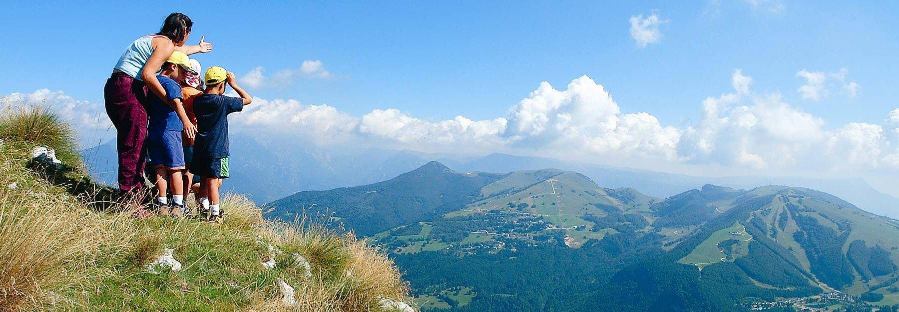 ffbb6af84a Altopiano di Brentonico: estate nel Parco del Monte Baldo, la montagna dei  bambini a un'ora da Verona : Bimbo in Viaggio (Sito Ufficiale) Hotel per  bambini ...