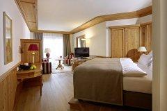 Schlosshotel-Fiss_Familiensuite-Bergkristall_01
