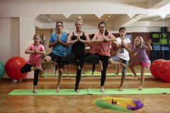 Schlosshotel-Fiss_Kidsclub-Yoga_01