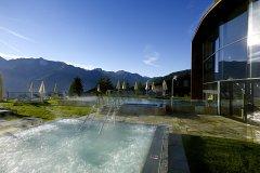 Schlosshotel-Fiss_Wasserwelt-AquaMonte-Aussen-Whirlpool-Sommer
