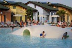 divertimento nella piscina laguna di spiaggia romea
