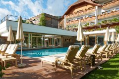 01-hotel-lanerhof-by-day-andreas-pollok-small