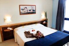 alberghi con servizi per bambini a torre dell'orso lecce