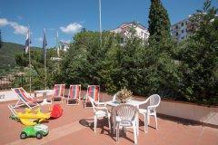 Residence con piscina per famiglie a pietra ligure