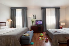 Starhotels-Excelsior_BO_Family-Room-7
