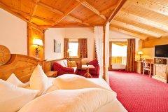 58418111a4000_der_stubaierhof_neustift_hotel_zimmer_tirol_bergweltsuite