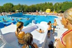 villaggio con parco acquatico per bambini