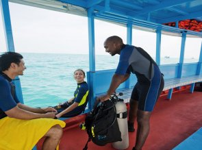 AN-maldives-velavaru-gallery-hotel-diving-1280x670