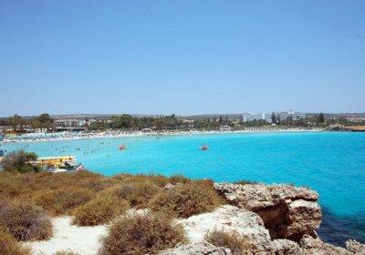 bambini al mare a cipro