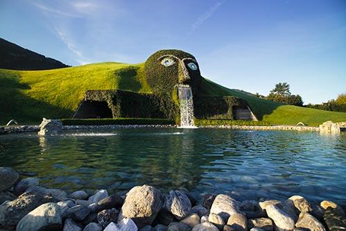 il gigante del parco dei mondi di cristallo di Swarovski Kristallwelten a innsbruck