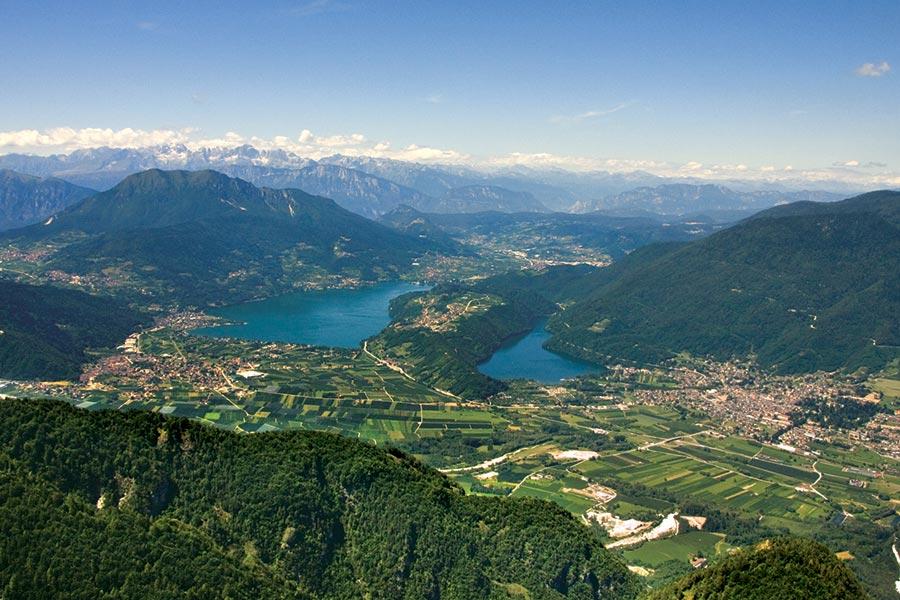 Lago di Caldonazzo sinistra e Lago di Levico destra Valsugana