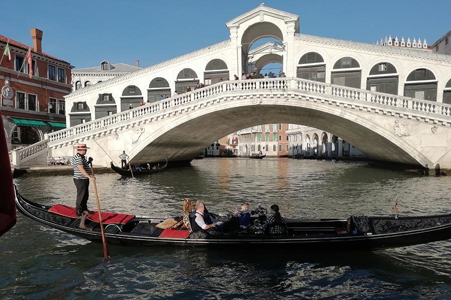 Venezia ponti e gondole
