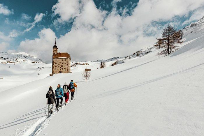 sulla neve con i bambini nel cantone vallese