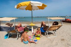 famiglia in spiaggia Bellaria